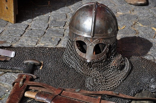 Chain mail 5e vs. Chain shirt armor weight & cost