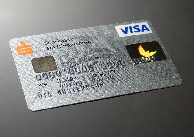 Do credit cards come with routing numbers?