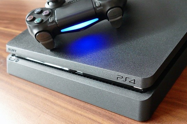 The PS4 controller is charging or not
